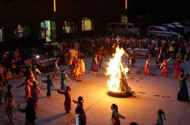 索松村篝火